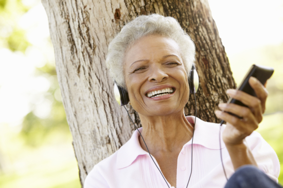 seniors-listening-to-music